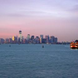 Krajobraz Manhattanu ze Staten Island Ferry